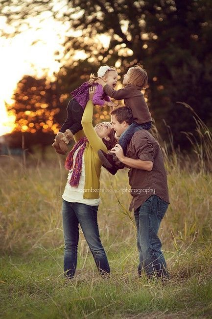 family photo ideas   Cute family picture ideas :)   Pinterest