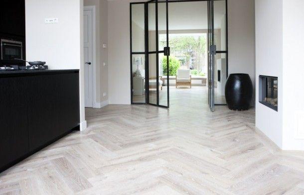 Interieurideeën   Eiken houten visgraat vloer, wit geolied. Door SS3377