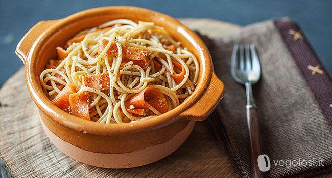 Gli spaghetti di quinoa sono un piatto semplice e veloce da preparare, con un sapore particolare che stupirà qualsiasi palato.