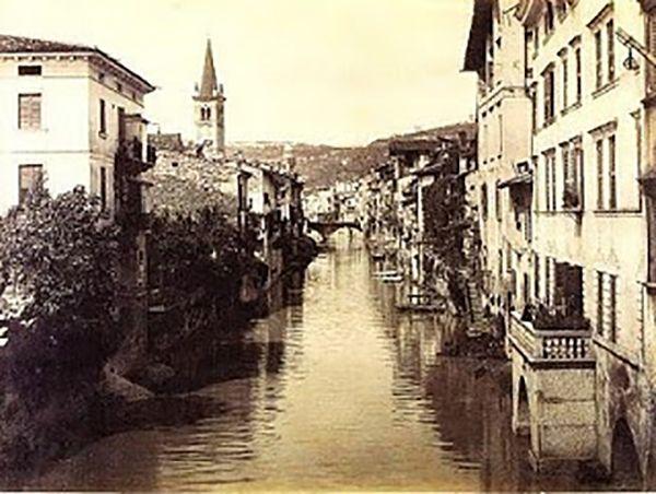 Canale dell'Acqua Morta http://www.veronavintage.it/verona-antica/immagini-storiche-verona/canale-dellacqua-morta