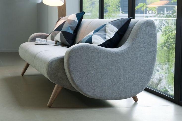 Questo peculiare divano in solido legno di quercia, e dagli ampi braccioli ricurvi, trae il suo design direttamente dagli anni 50'.