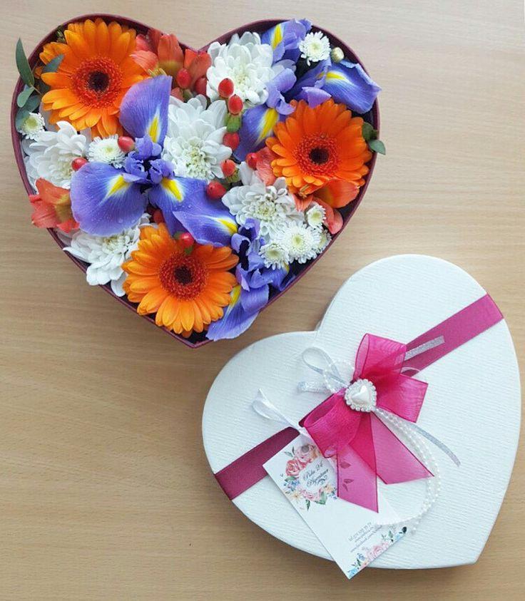Подарочная коробочка с цветами от Pidu 24 Agentuur. Для заказа  www.pidu24.eu   Lilledkarbis. Karp lilledega.