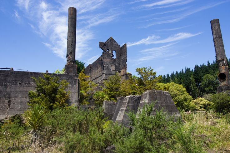 If you are looking for somewhere a bit different and awesome to go for a swim then the old Cement Works in Warkworth should be at the top of your to do list! These old ruins are what's left of Mahurangi Cement Works which closed in 1929