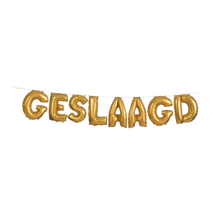 Geslaagd letters ballonnen goud voor een geslaagd feestje of iemand die zijn of haar diploma heeft gehaald. te koop online bij www.altijdfeestwinkel.nl voor slechts 5,49euro.