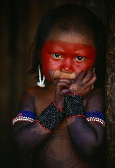 Brasil | Kayapo girl, Kapoto village, Para. | © Art Wolfe