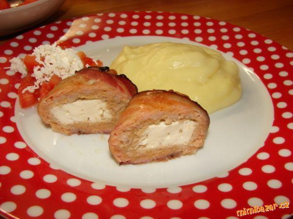 MUFFINY z mletého masa plněné balkánským sýrem