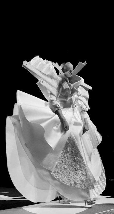 Sculptural Fashion - dress with 3D silhouette and an exaggerated & multiplied design; wearable art // Viktor & Rolf