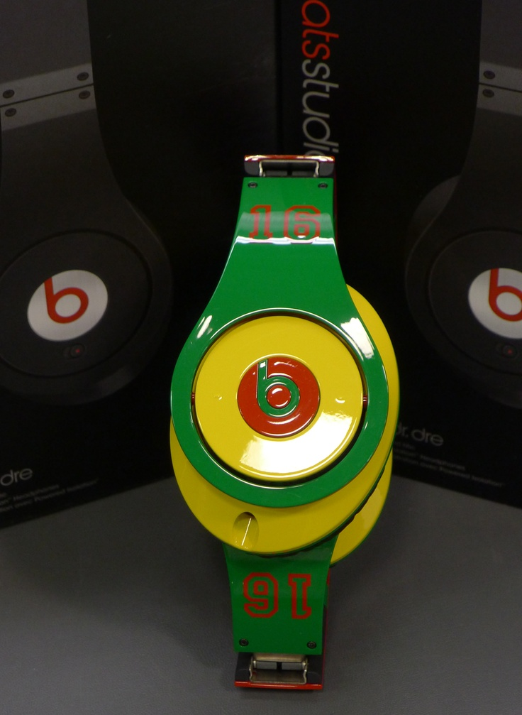 Beats headphones shipping out to a creative customer. Enjoy!
