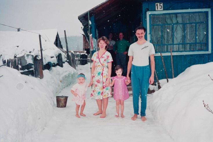 Bertien van Manen. Pjotr and his family, Apanas, Siberia, 1993