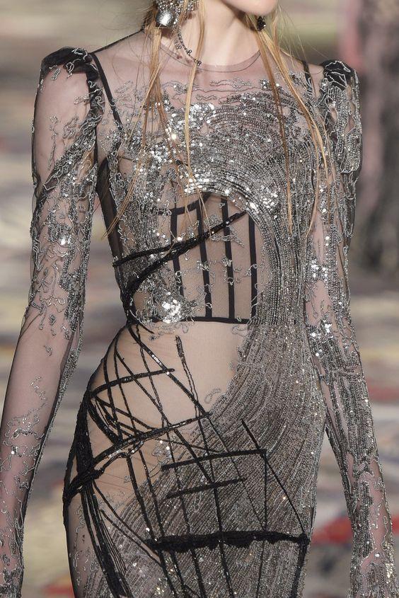 Alexander McQueen Fashion show & more details