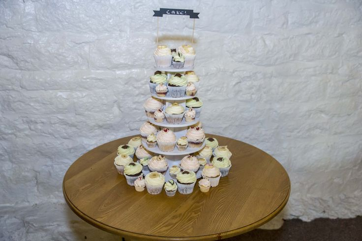 Instead of the traditional Wedding cake, this couple chose to have cupcakes for every single one of their guests.