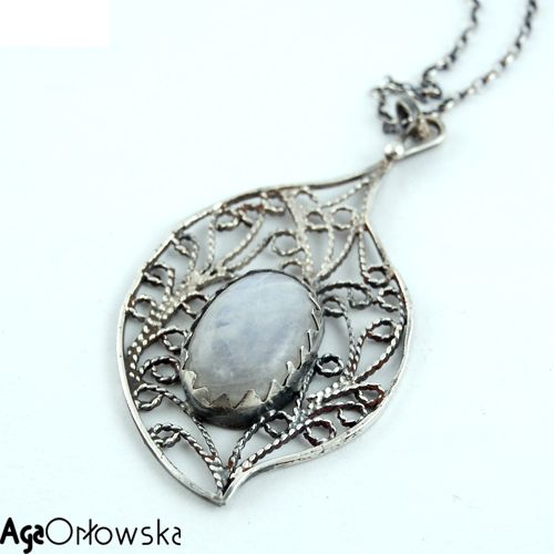 silver jewelery - pendat with silver filigree and moonstone