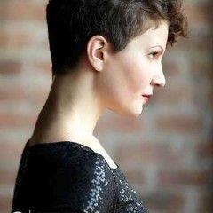 Trendový Pixie strih pre kučeravé vlasy