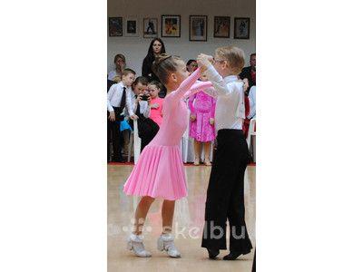 Pramoginių šokių suknelę