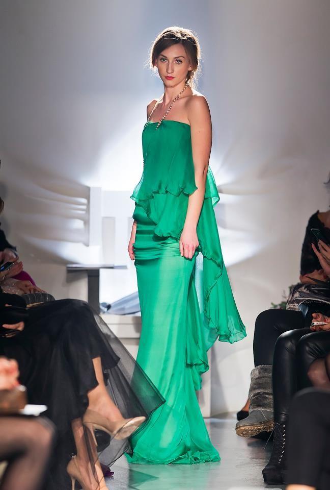 Parlor Fashion Show! #silk #fashion #green #beautiful #glamour #parlor