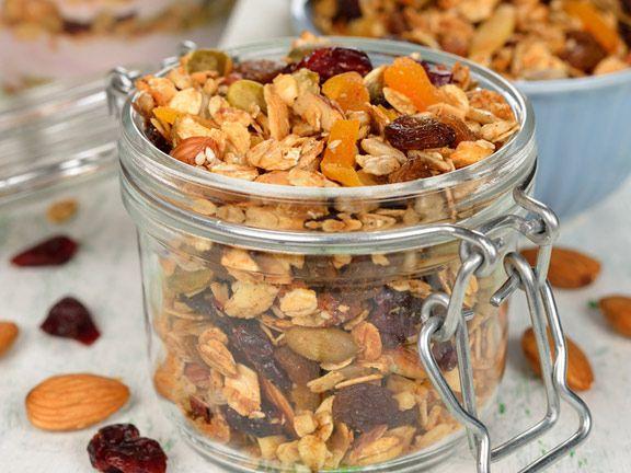 Das amerikanische Knuspermüsli: Granola selber machen | eatsmarter.de