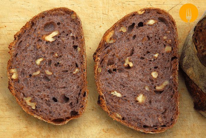 wine and nuts Bread  Pan casero con vino tinto y nueces