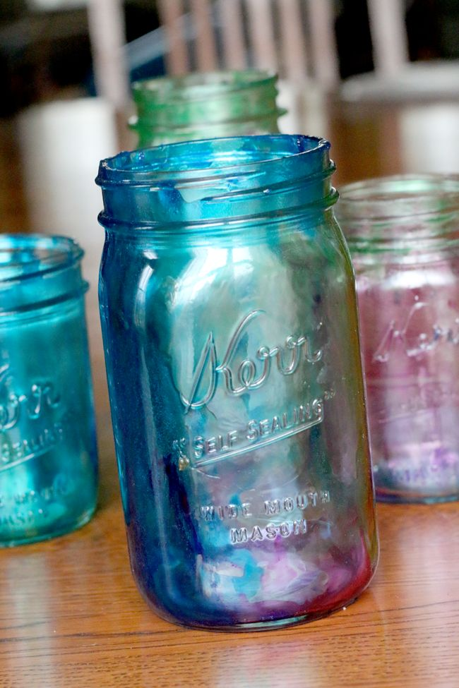 Marbleized tinted Mason jars - Learn how to tint Mason jars -- simple enough for the kids to do. Love these!