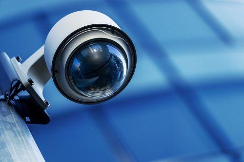 Einfache Sicherheitssysteme – 5 All-In-One-Kameras im Vergleich  Alle 5 All-In-One-Kameras lassen sich ohne technisches Vorwissen installieren. Per Smartphone sind die Besitzer immer mit ihrem Zuhause verbunden.  #smarthome #tech #technews #smarttech #sicherheit #kameras #gadgets #überwachung