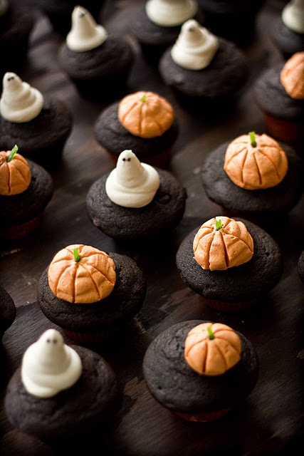 Pumpkin Chocolate Cupcakes with Cream