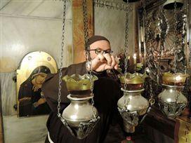 Después de tres días de cierre, la puerta del Santo Sepulcro volvió a abrir a las cuatro de la mañana del 28 de febrero. Desde el domingo por la tarde, solo las comunidades religiosas greco-ortodoxas, franciscanas y armenias que vivían en el Sepulcro qued