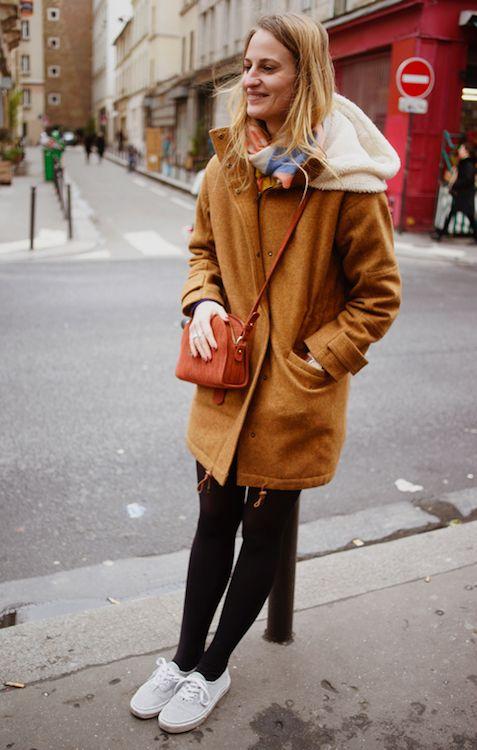 Marion nous dévoile tous les secrets de son look - Manteau Sessun Camel , Sac Sézane, Baskets à paillettes Vans