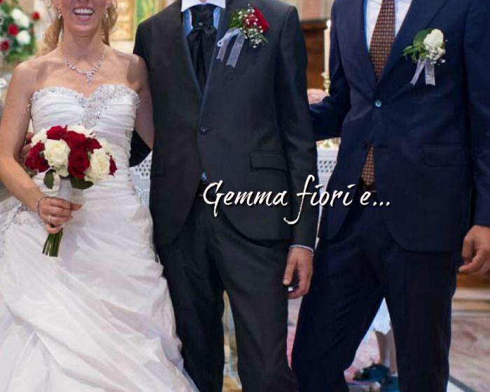 bouquet e bottoniere di rose bianche e rosse #matrimonio #weddingflowers #rose #bianco #rosso #bouquet #corsage #bouttoniere