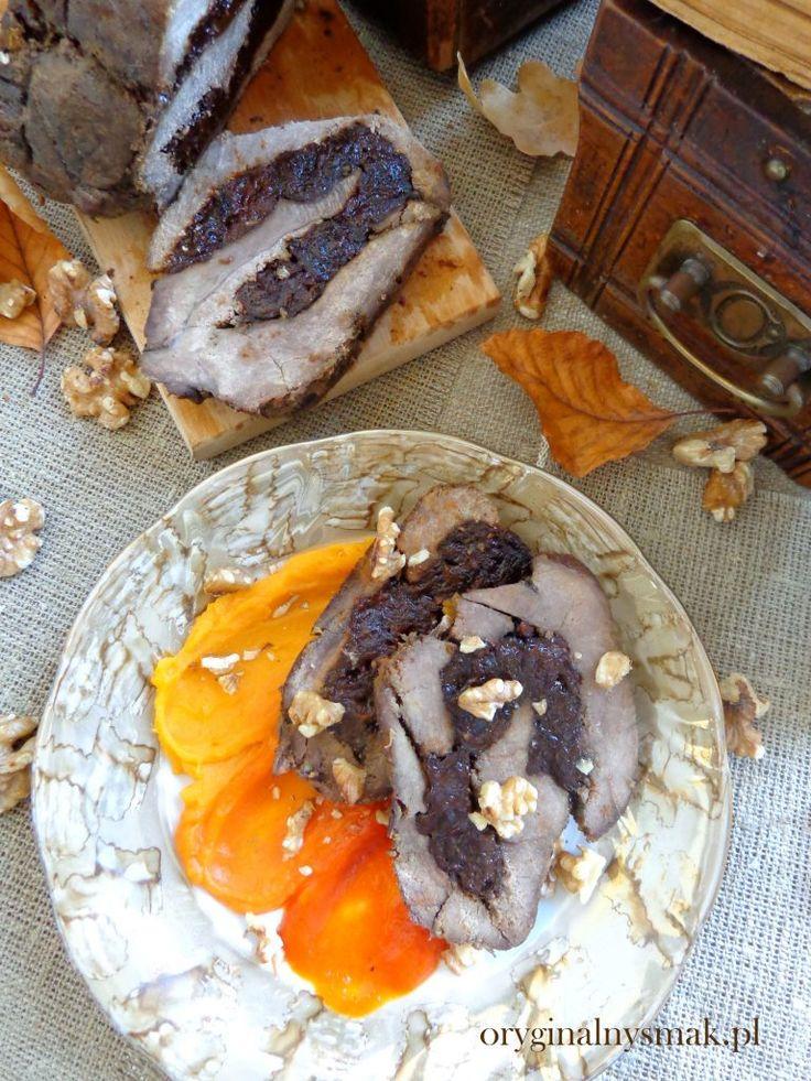 Pieczeń z dzika z suszonymi śliwkami na puree z papryki i batata | Oryginalny smak