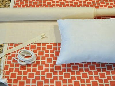 Tutorial for sewing a pillow cover with a zipper and piping!