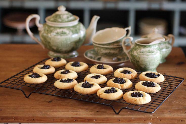 Maggie Beers Jam Drop Biscuits with Burnt Fig Jam 125g unsalted butter 1/3 cup caster sugar 1 tspn vanilla essence 185g plain flour 1 tspn baking powder 2 tspn milk 160g Burnt Fig Jam