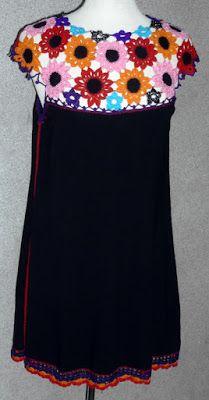 Vestido elaborado con modal negro y tejido a crochet en hilos rojo, rosado, anaranjado, turquesa, púrpura y negro metalizado, talla M