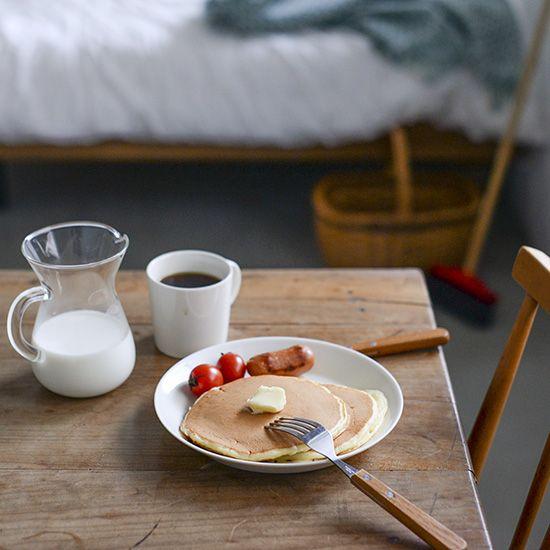 【おいしい映画の朝ごはん】第1話:はじめての一人暮らしを思い出す『魔女の宅急便』のパンケーキ