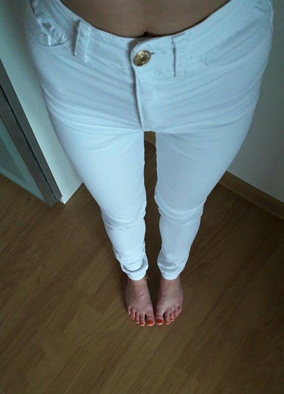 Bílé kalhoty s vysokým pasem