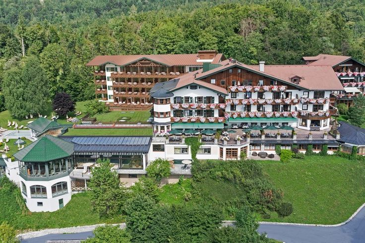 Ihr Salzburger Traditonshotel Herzlich willkommen im Familiengeführten Gesundheitshotel Vollererhof mit Luxuspanorama.