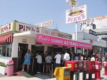 pink's hot dogs. #LosAngeles #JuicyDestinations