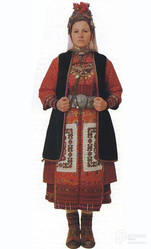 Φορεσιά παντρεμένης από την Άνω Ορεινή Σερρών. Ημερομηνία: Late 19th c.   Ημερομηνία δημιουργίας: 1800/1899  Συλλέκτης: Peloponnesian Folklore Foundation   Ίδρυμα: Europeana Fashion
