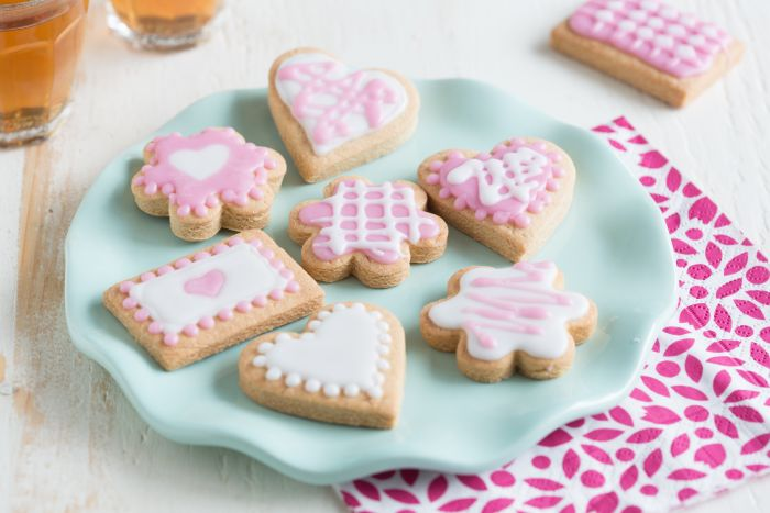 Koekjes decoreren met Cookie Icing Recept: Varieer met Cookie Icing op jouw koekjes en maak de leukste en mooiste creaties. - Een van de 500 lekkere Dr. Oetker recepten!