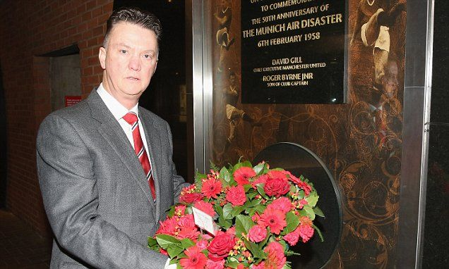 Manchester United pay tribute to those lost in the Munich air disaster  ggmu!!! :'(