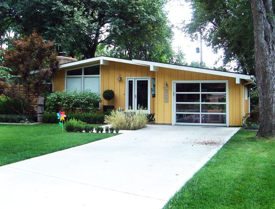 http://thedoodlehouse.files.wordpress.com/2012/06/look-clear-garage-doors-062881.jpg