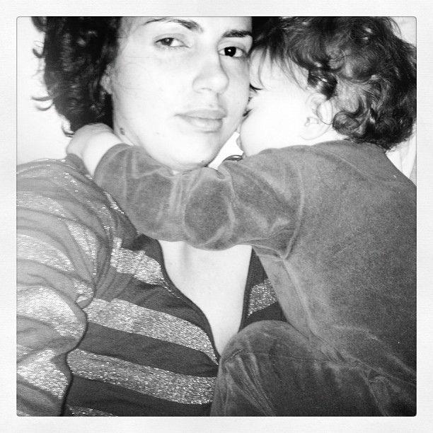 Eigentlich kein Schlaflied, sondern ein einfühlsamer Vers übers Stillen und Schlafen im Familienbett aus der Sicht eines Babys (von Margarete Schebesch).