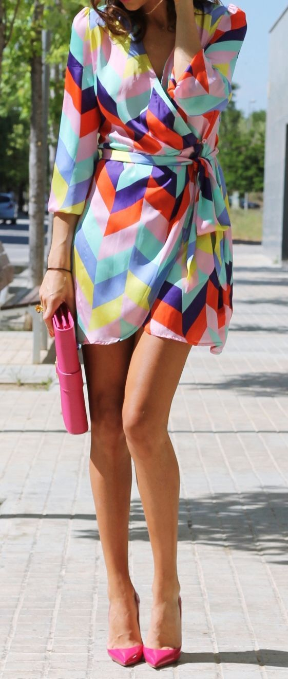 Multi color chevron dress with hot pink heels and clutch.