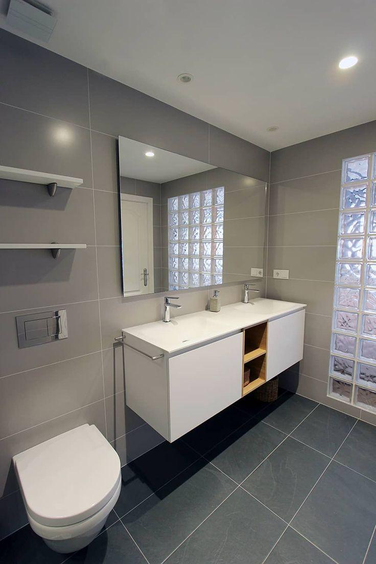Reforma integral de 3 plantas: Baños de estilo moderno de Novodeco