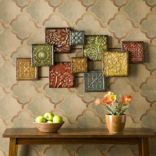 Wanddekoration mit Quadraten - aus Keramik