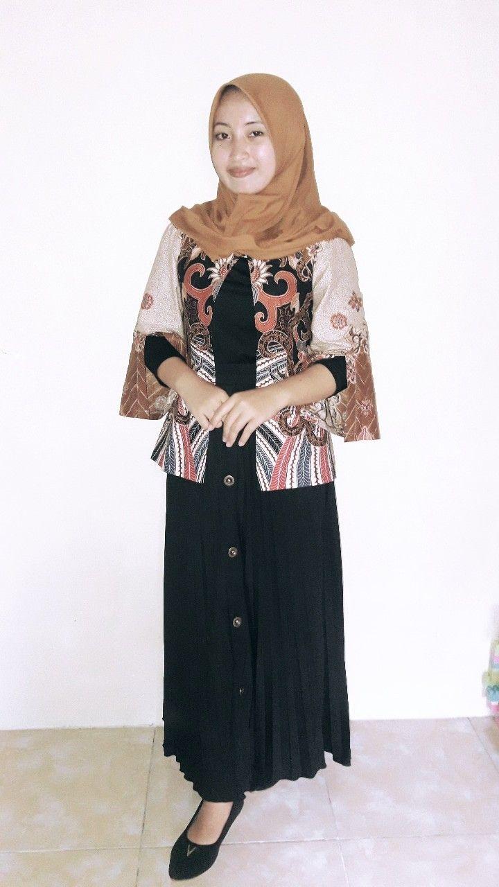 Baju Hitam Jilbab Warna Apa