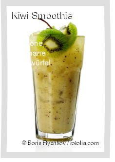 Leckeres Kiwi Smoothie Rezept mit einfacher Schritt-für-Schritt-Anleitung: Zitrone presse, Kiwi schälen und würfeln, Banane in Scheiben schneiden und a...