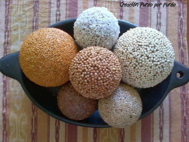 Bolas decoradas con semillas