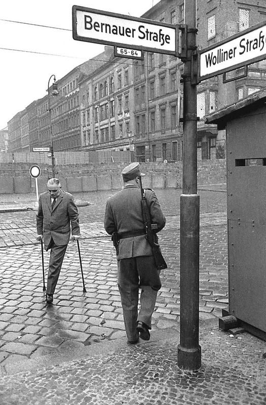 Berlin wall, 1962  Photo by Henri Cartier-Bresson