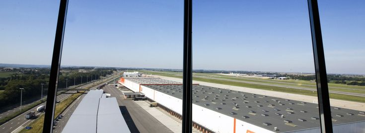 Liege Airport devotes €20 million to cargo facilities - Airport Suppliers  ||  In order to accompany the growth of its freight clients, Liege Airport is devoting over 20 million euros for new warehouses and handling facilities. Since June, Air China Cargo, the largest Chinese cargo company, has been running a weekly flight between Shanghai and Liege and it will increase its rotations in 2018. Moreover, in early…