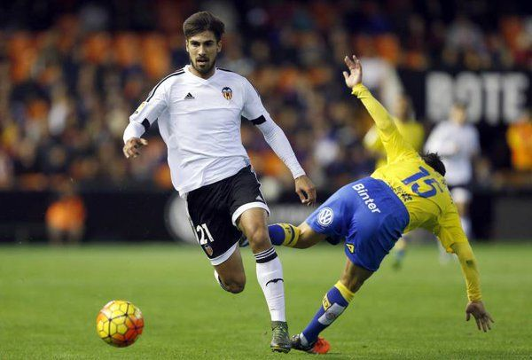 Prediksi Pertandingan Las Palmas vs Valencia. Las Palmas menduduki peringkat ke 18 di klasemen La Liga Spanyol dengan total perolehan point 18 dari 20 laga pertandingan yang telah dijalani. Las Palmas yang sebelumnya berhadapan dengan Valencia dalam ajang CDR pertandingan tersebut berakhir dengan hasil imbang 1-1. Catatan di 4 lainnya adalah 2 menang, 1 seri, dan 1 hasil kalah.