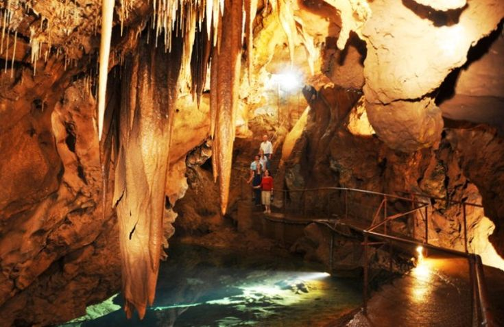 Jenolan is Australia's most awe-inspiring cave system and is amongst the world's finest. The dazzling crystal formations and pure underground rivers are a celebration of nature's glory. https://www.lokshatours.com/blue-mountains-day-tours/ #jenolancaves #jenolancavesdaytour #lokshatours #sydney #sydneydaytours #daytripsfromsydney#bluemountains #bluemountainsdaytours #travel #travels #traveladdiction#travelling #travelgram